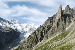 In the background: Grand Lui, Grand Darrey, Aiguille de la Neuve; in the valley plain: Glacier de Saleina